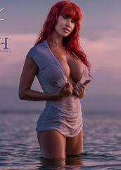 2015-08-busty-splash-covermembers-05
